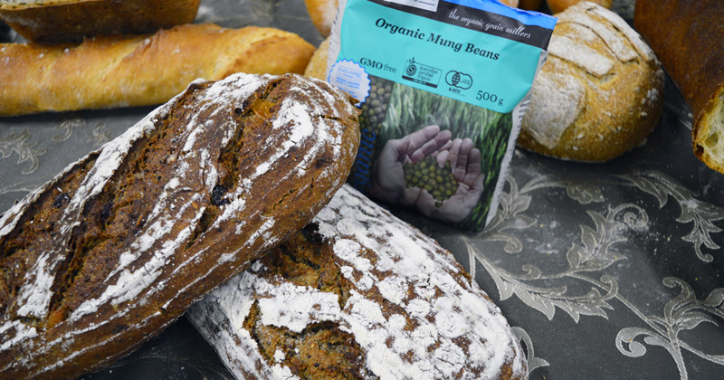 Sourdough breads with mung beans