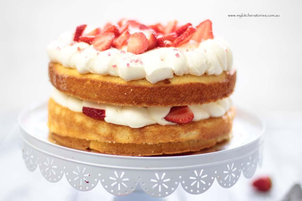Easy Sponge and strawberries